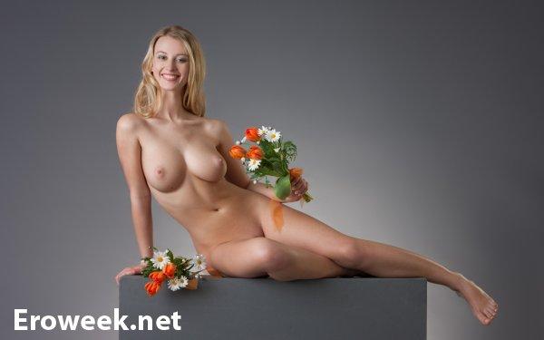 Фото голой девушки в цветах 69136 фотография
