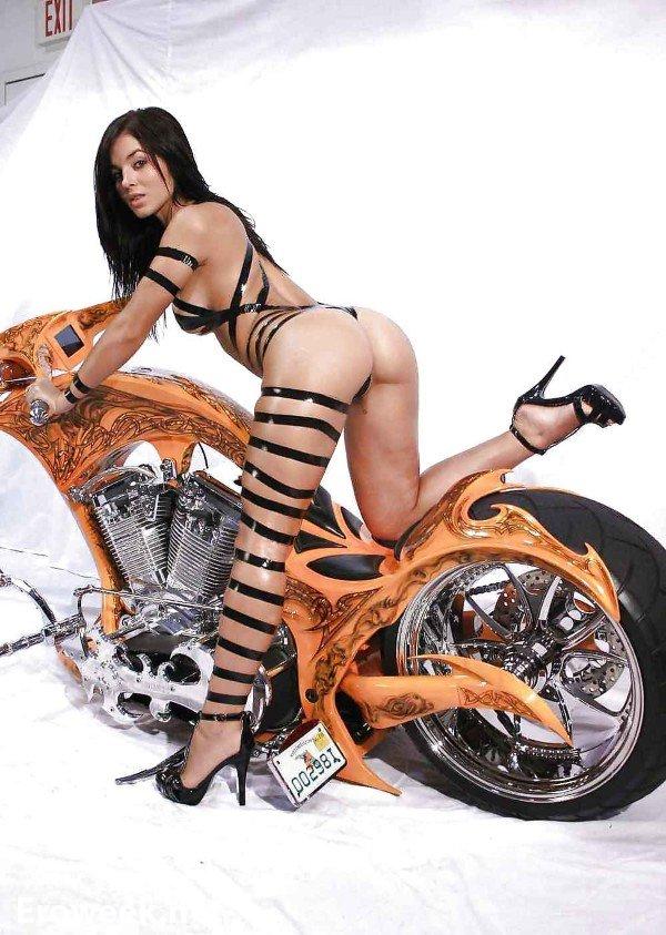 девушки голые на мотоциклах