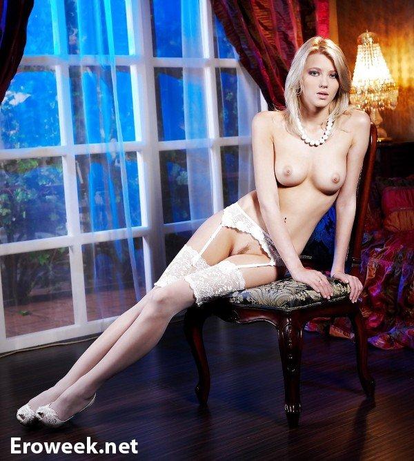 Фото обворожительные женщины в чулках девайн порнозвезда