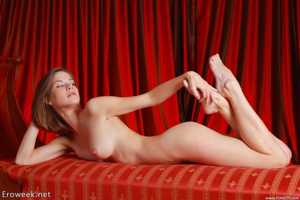 eroticheskoe-pozirovanie-smotret-onlayn-pozhilie-prokaznitsi-porno-foto