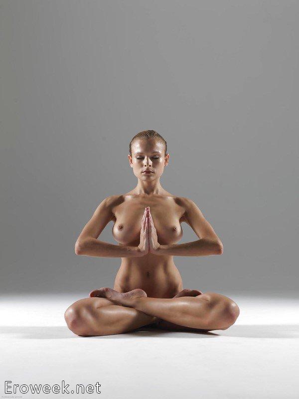 Женская голая гимнастика