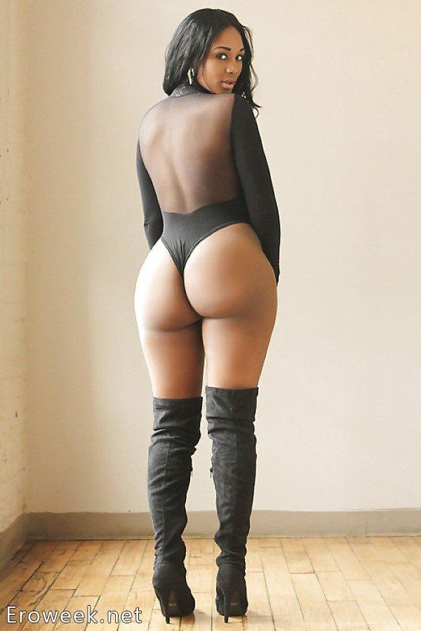 эро фото голых девушек в ботфортах на шпильке