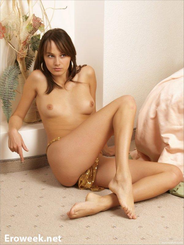 Интимные фотографии Maya (16 фото)