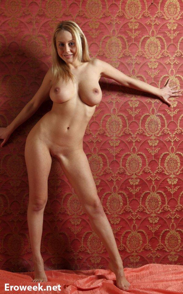 Огромный размер сисек Mandy Dee (15 фото)