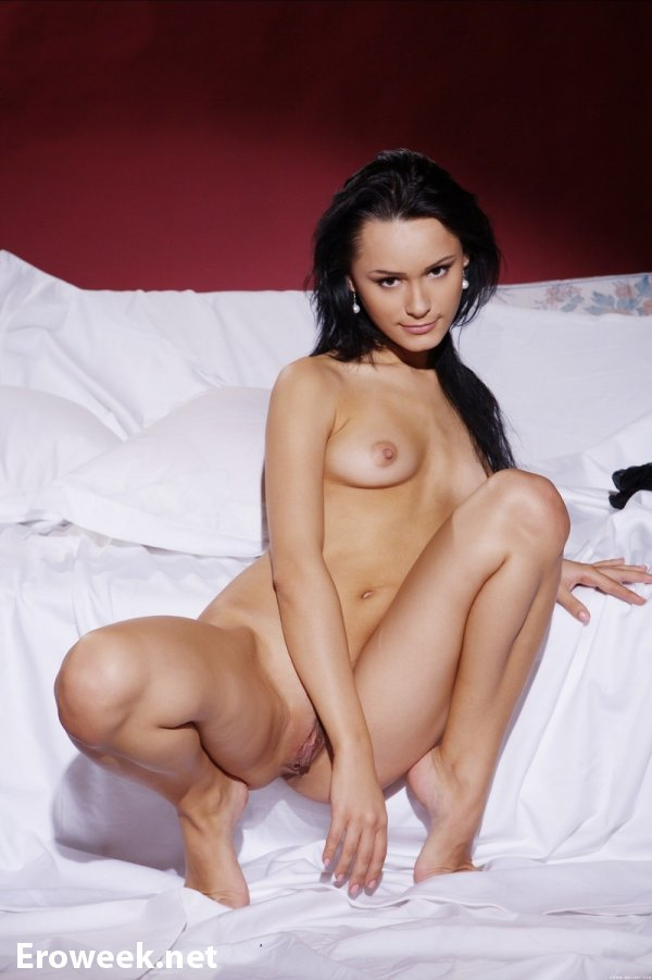 Весьма скромная эротика с девушкой Olya (20 фото)