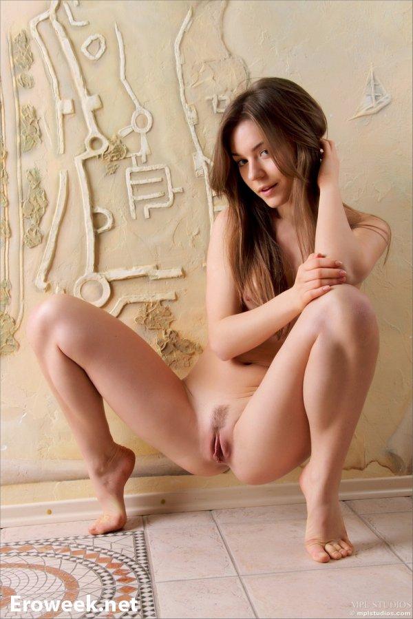 Сексуальные позы в исполнении Raisa (18 фото)