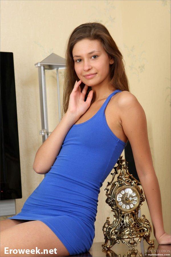 Молодая Lidiya в эротике на сьёмной квартире (16 фото)