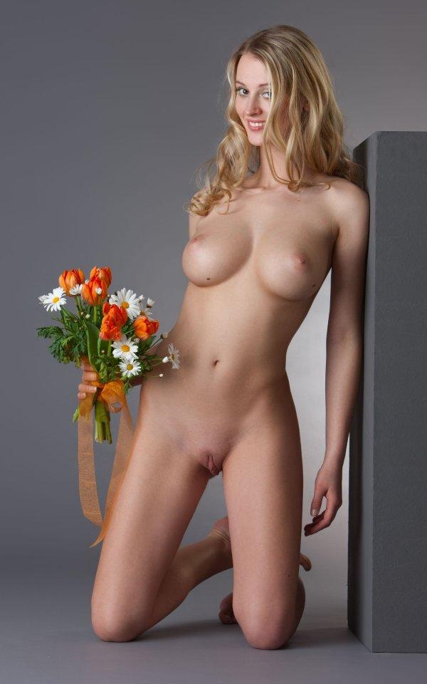 Весенние цветы в эротике Carisha (18 фото)
