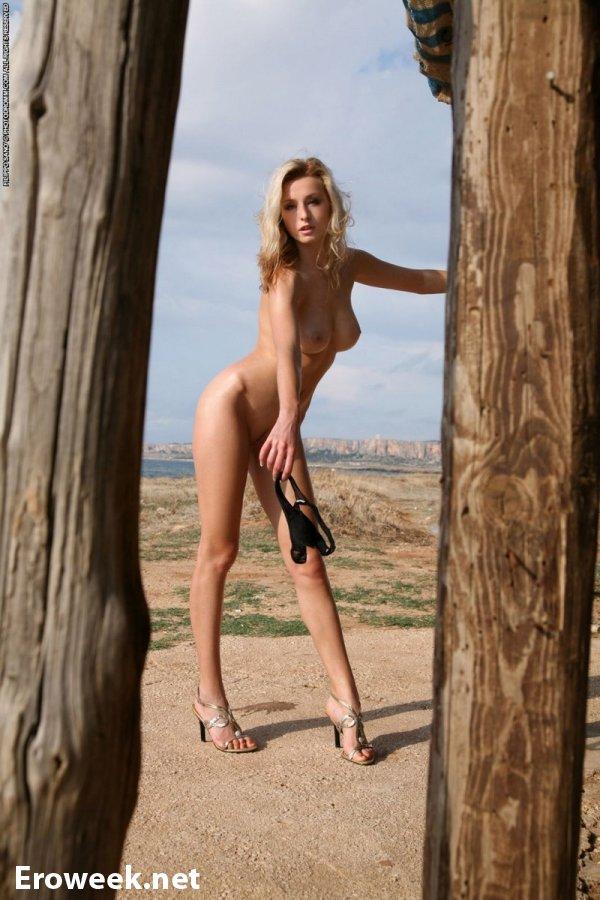 Драйвовое лето блондинки Dominika (15 фото)