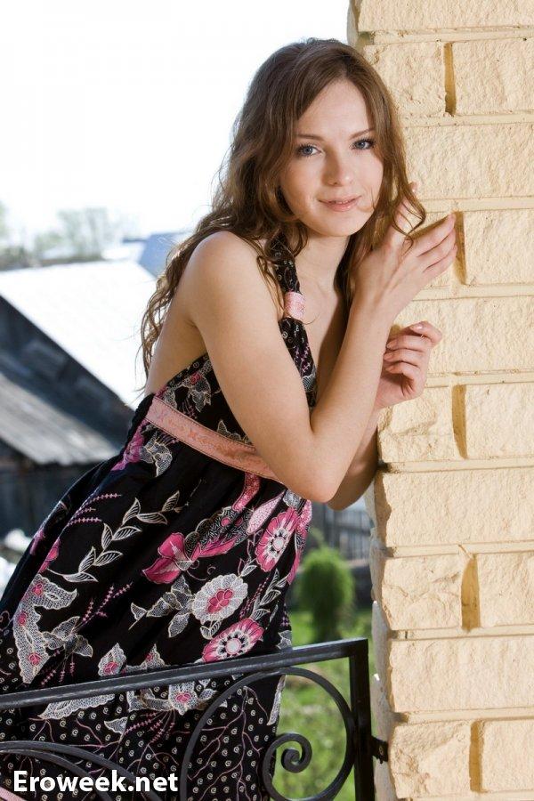 Позирование Liza на дачном балконе  (15 фото)