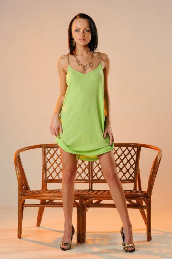 Худощавая фигура эротической модели Lida (20 фото)