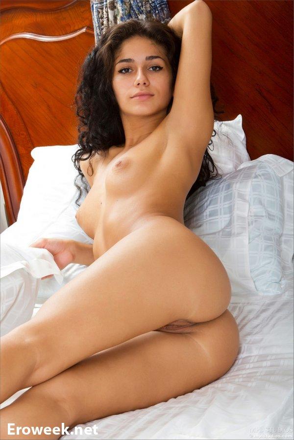 Страсть в постели со сладкой Malina (16 фото)