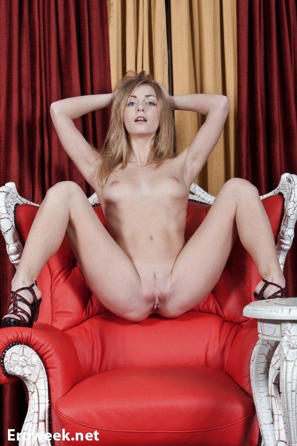 Эротический досуг Sheron в кресле (14 фото)