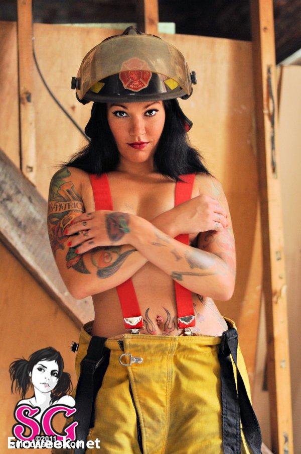 Пожарница Sixzz в интимых откровениях (26 фото)