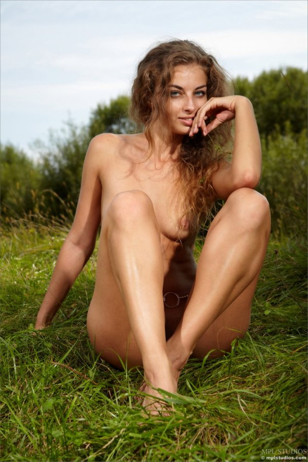 Эротическая история Sasha в степи (20 фото)