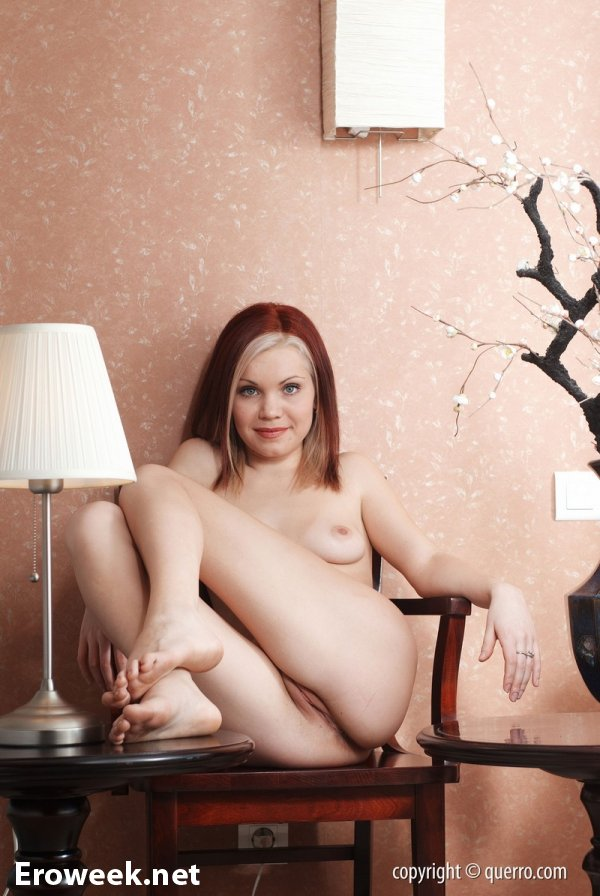 Обнаженная Nina в комнате с японским стилем (16 фото)