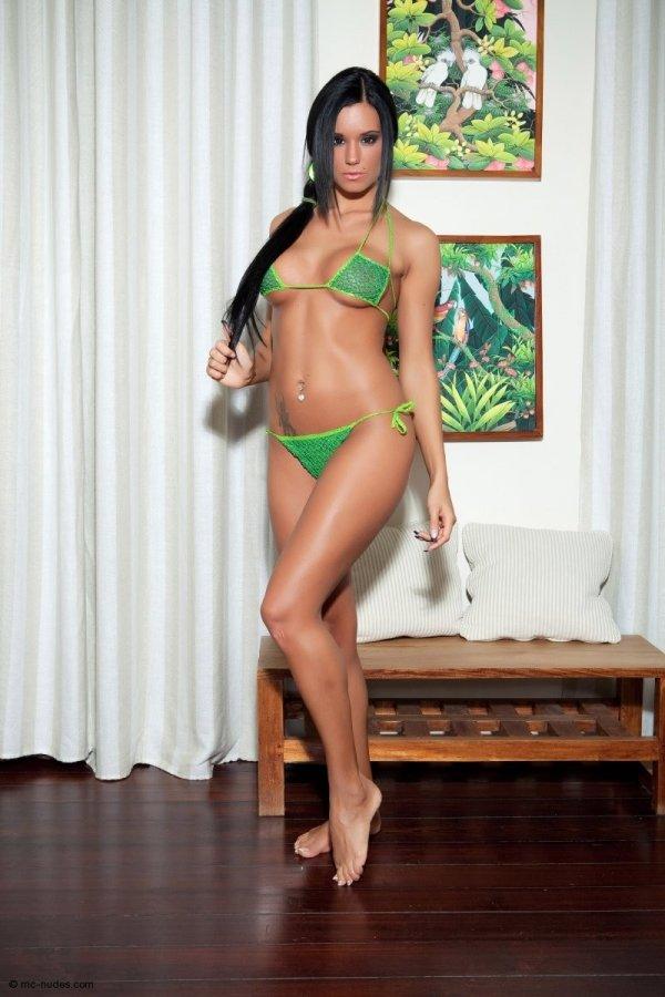 Сексапильная брюнетка Ashley Bulgari (14 фото)