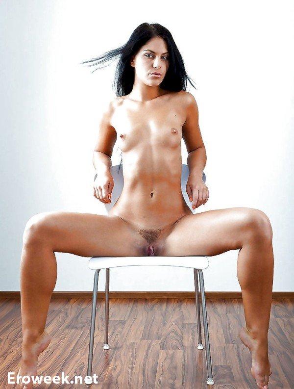 Обнаженные девушки на стульях (52 фото)