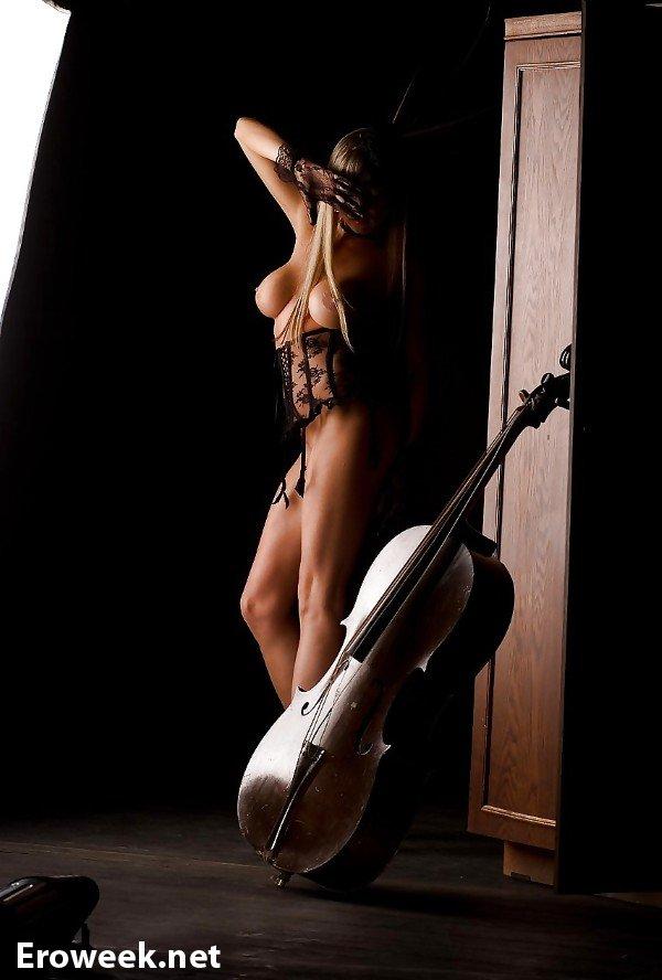 Единство музыки и эротики на откровенных кадрах (40 фото)