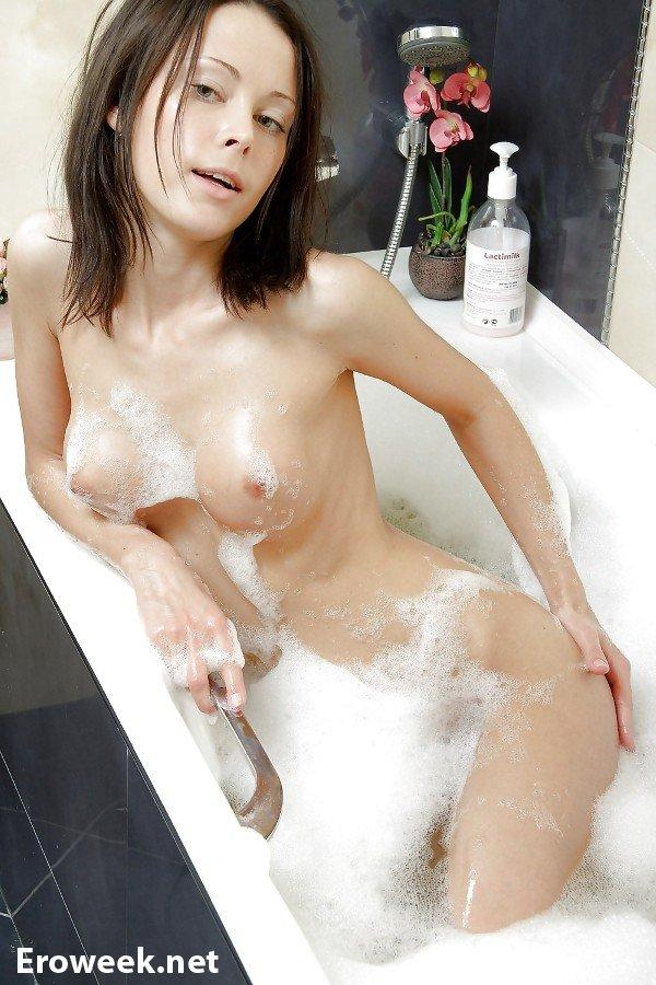 НЮ фото девушек в ванной (20 фото)