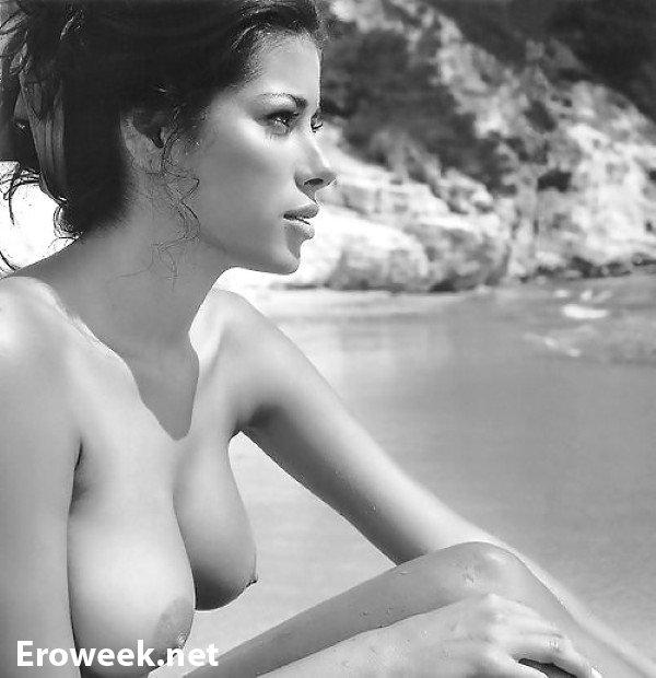 Откровенная эротика на пляже (34 фото)