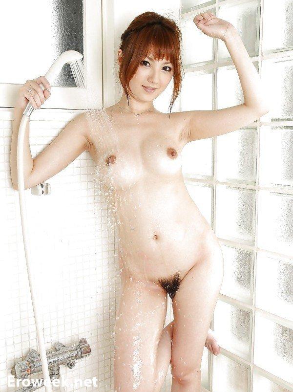 Интимные фото девушек в душевых (40 фото)