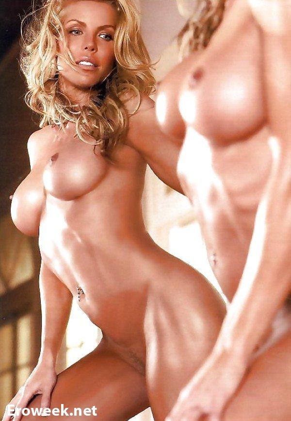 Демонстративная эротика девушек вблизи зеркал (74 фото)