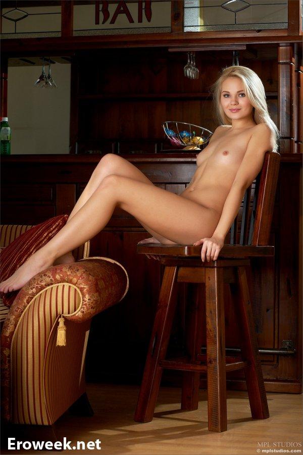 Милая Talia раскрыла себя в эротике (20 фото)