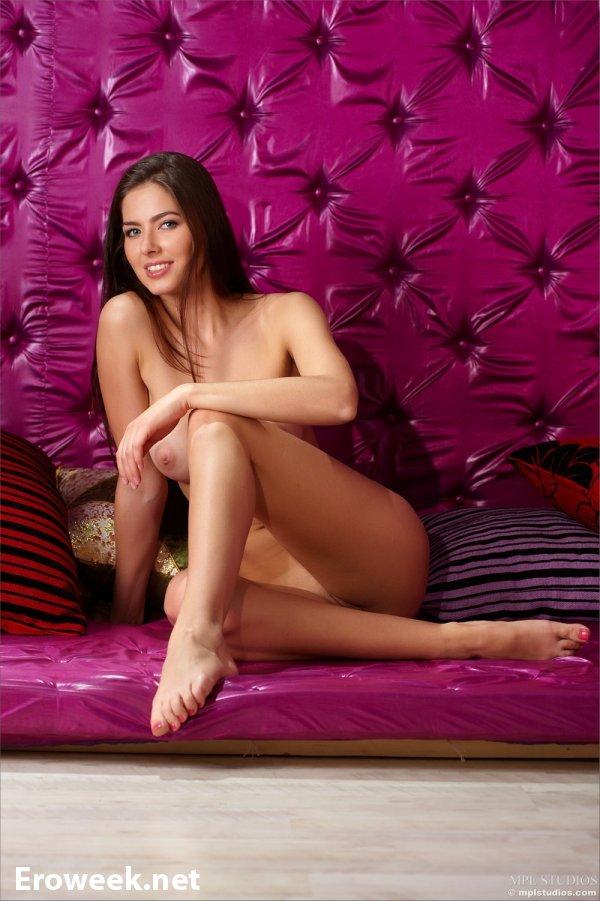 Очень качественная эротика с шатенкой Arianna (18 фото)