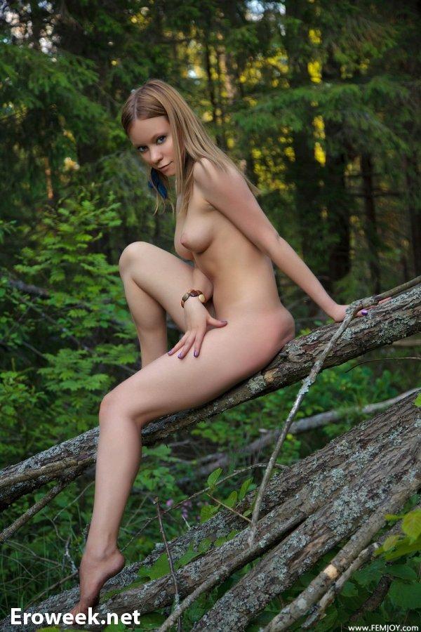Melori в эротике на верхушке дерева (16 фото)