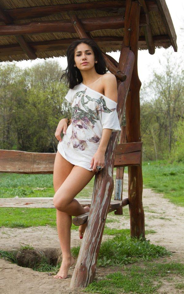 Эротика Malina на лавочке в ботаническом саду (18 фото)