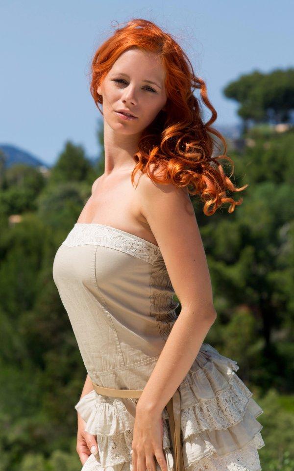 Рыженькая красавица Ariel в интиме на вилле (22 фото)