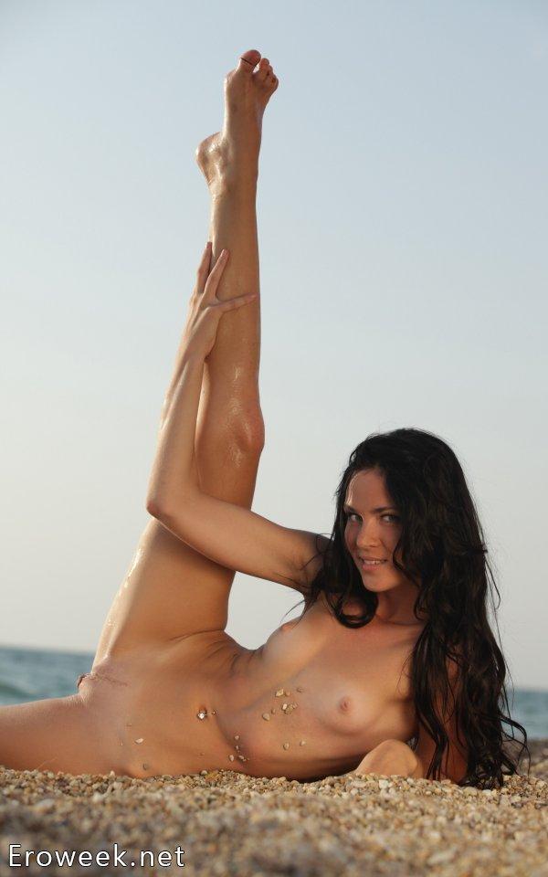 Откровенное поведение Daloria на морском побережье (16 фото)
