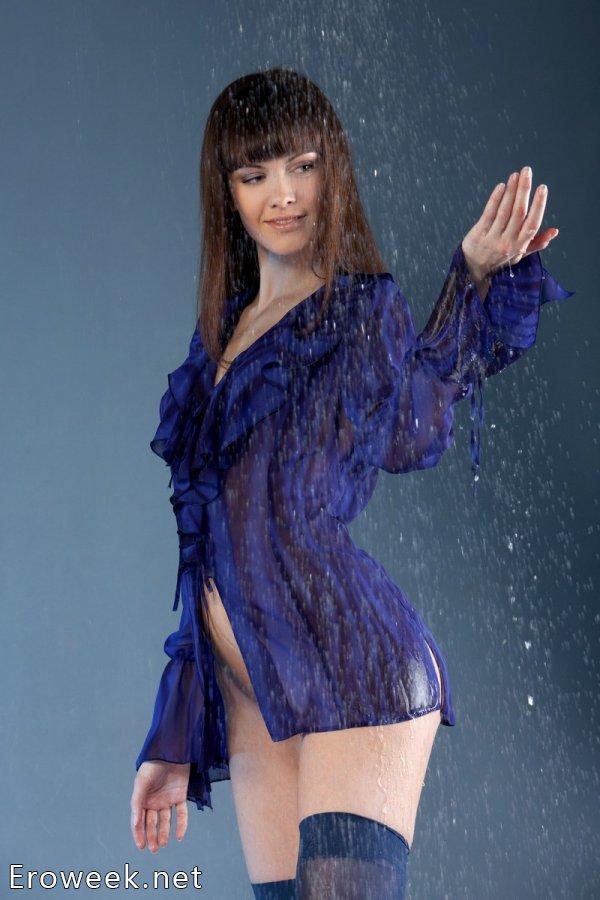 Эротика Candy Rose с имитацией дождя в студии (18 фото)