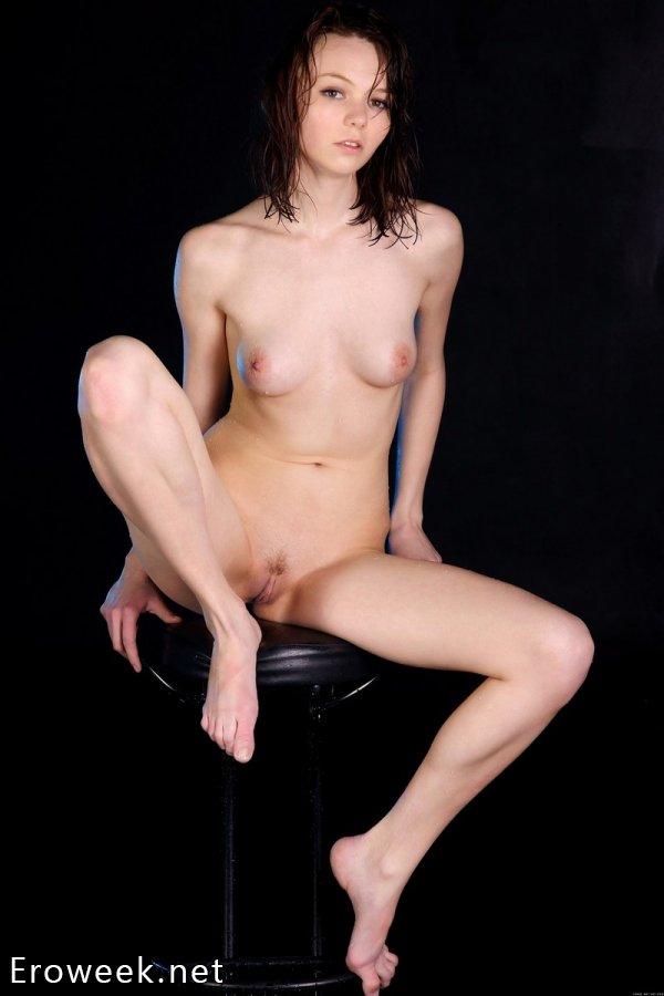 Капля загадочности в образе эротичной модели Janina (18 фото)
