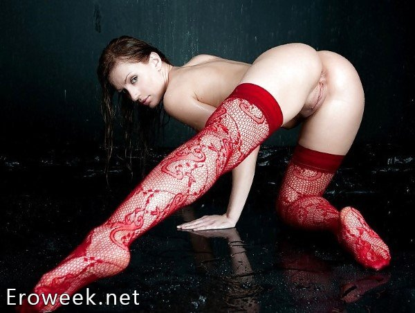 Ножки девушек в красных чулках (18 фото)