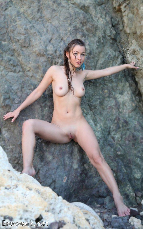Позирование молодой Firebird на прибережных скалах (18 фото)