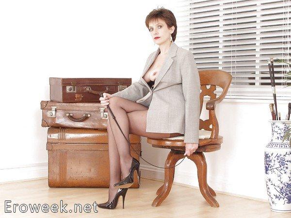Секретарши в чулках (70 фото)
