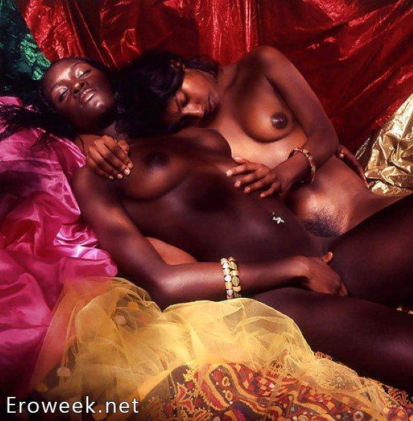 Лесбиянки в задорном позировании (42 фото)