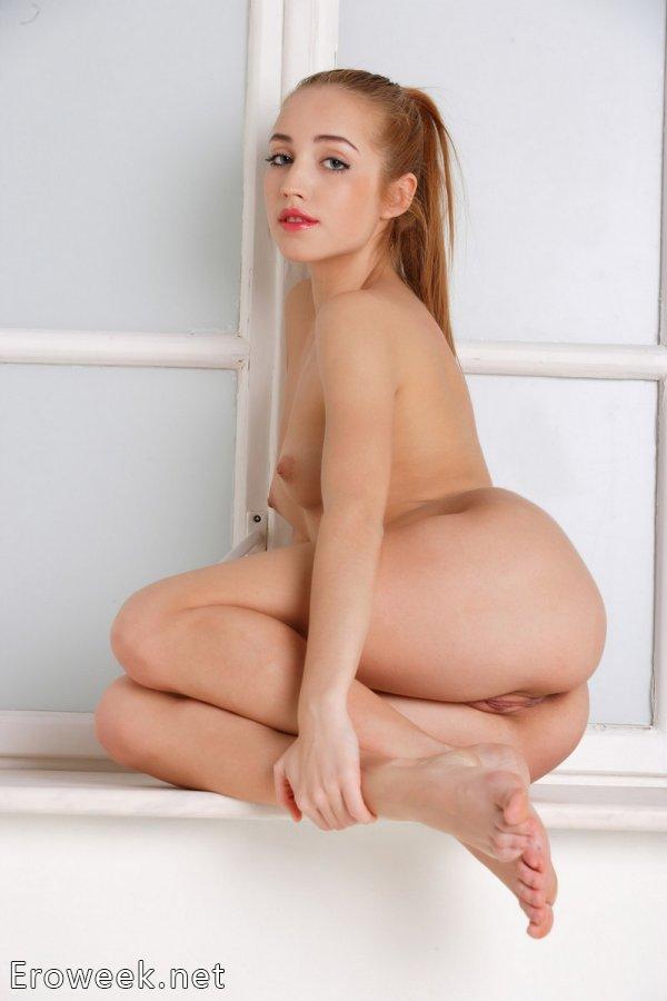 Проявление страсти Milana на белом подоконнике (16 фото)