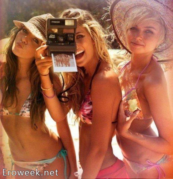 Летние снимки молодых девушек в бикини (52 фото)