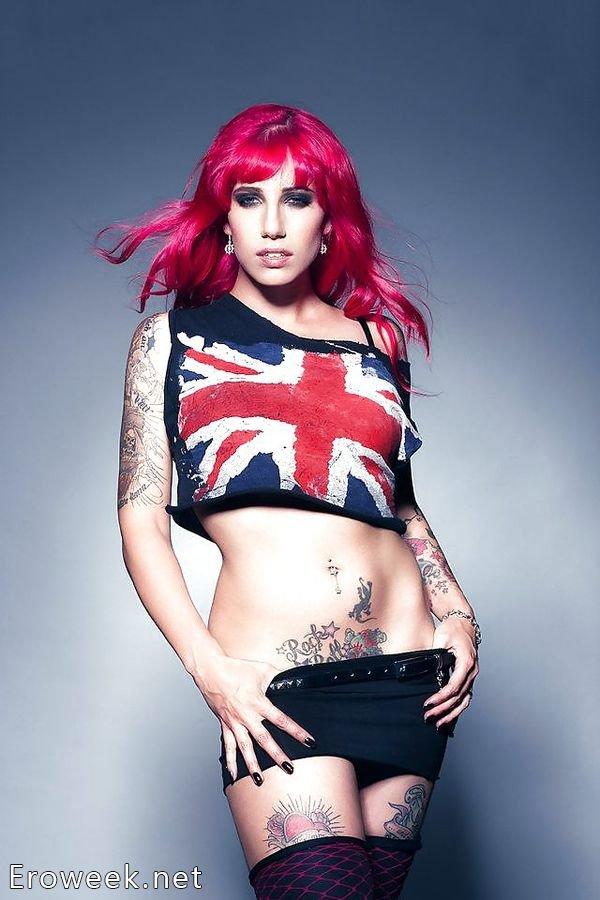 Неформальные девушки с татуировками (60 фото)