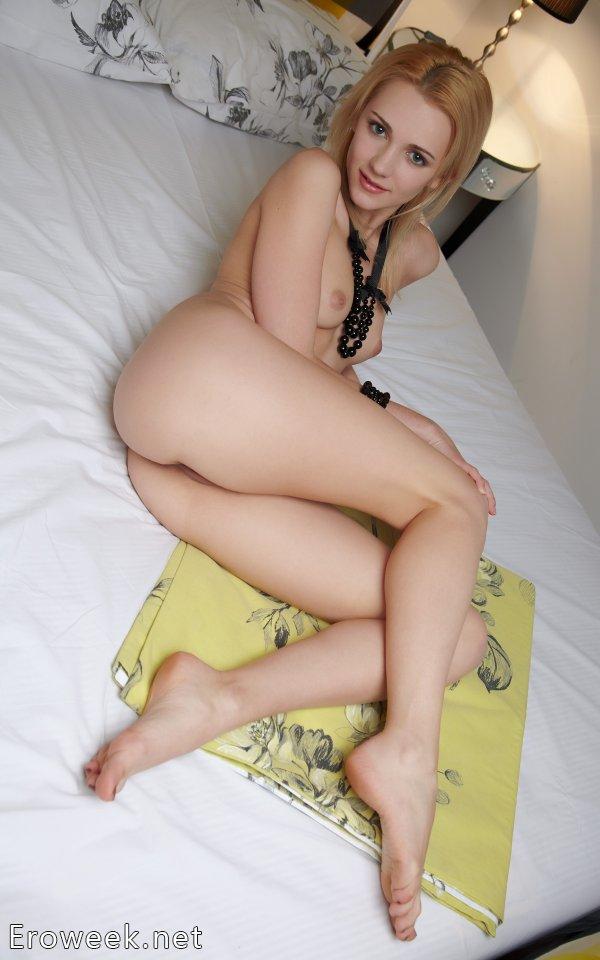 Эротика девушки Oliana со смазливым личиком (18 фото)