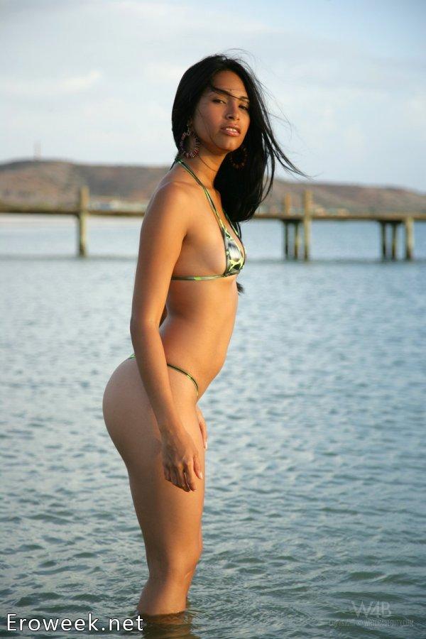 Пляжная соблазнительница Ruth Medina (16 фото)