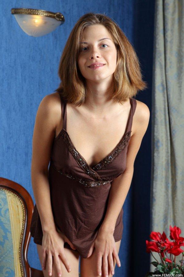 Обнажение порхающей в интимных фантазиях Anita (15 фото)