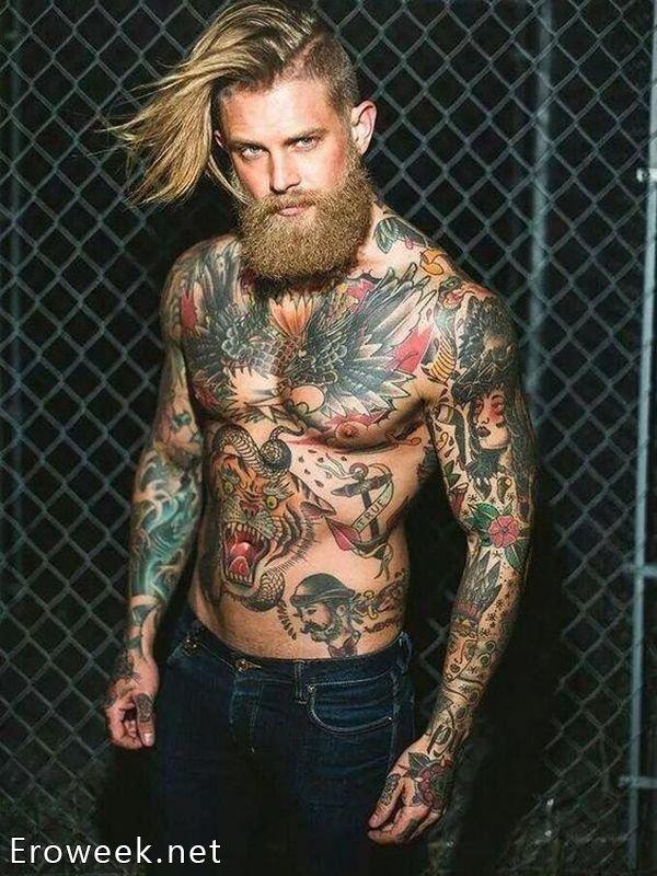 Сексуальные мужчины в татуировках (30 фото)