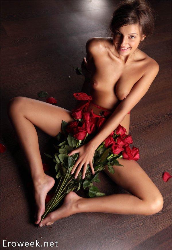 Интим девушек с цветами (30 фото)