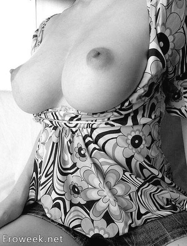 Черно-белые фото сисек крупным планом ( 32 фото)