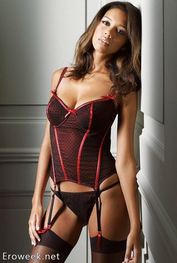 Сексуальные корсеты на фигурных моделях (40 фото)