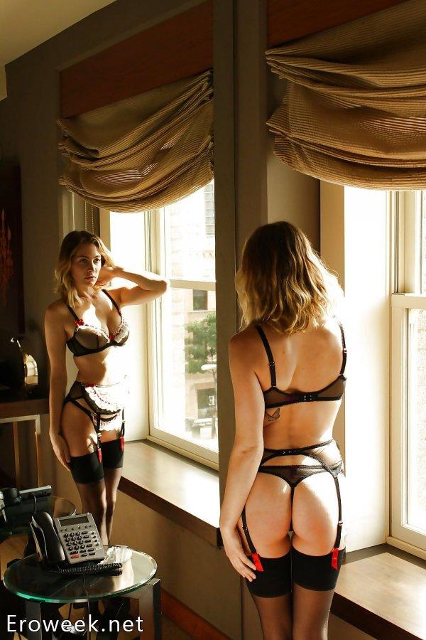 Красотки в чулках с видом сзади (40 фото)